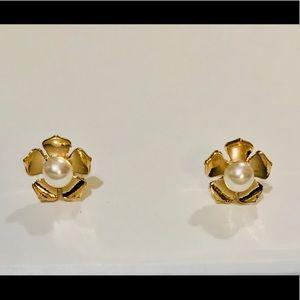 Jewelry - Golden Flower 🌸 w/Pearl Center Studs / NEW!!